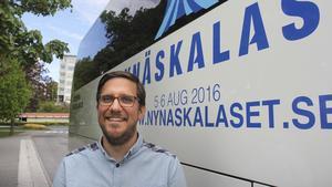 """Logistik. Trycket på Nynäshamn kommer att vara stort under Nynäskalaset, och arrangören sätter med hjälp av Kerstins taxi in egna """"kalasbussar"""". Magnus Måhlgren, vice vd på Kerstins Taxi, tycker att Nynäskalaset är ett bra initiativ."""