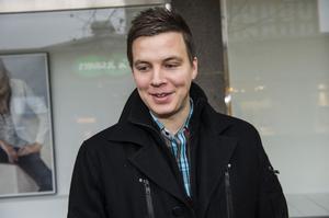 Mattias Engdahl, Umeå:– Jag är mer för papperstidning, är uppvuxen med det och tycker att det är skönt att läsa den på morgonen, framför allt på jobbet.