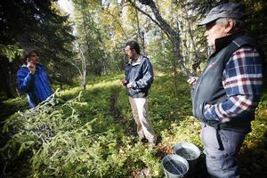 Bastian Klügel ger instruktioner till Boris Maximov och Börje Lundberg.