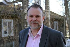 Nu byter Lars Larsson sida, från att vara den som granskar kommunal organisation, till att bli en del av den.