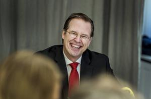 Karenstid för politiker är en tanke som fler partier borde slut upp bakom. Nu senast är det Anders Borg,M, som mer eller mindre gått direkt från departementet till näringslivet.