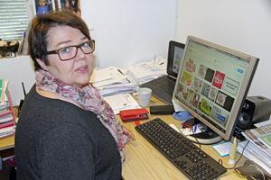 Birgitta Gustafsson (L) tycker att kommunen ska ta hänsyn till de invånare som känner sig kränkta av sloganen