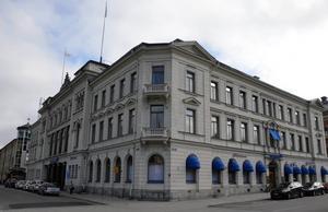 Huset inrymmer i dag bland annat Nordea och en fastighetsmäklare.