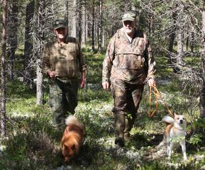 Roger Hedlund och Anders Stensson tog en tur med sina hundar Yscha och Nisse Carlsson.