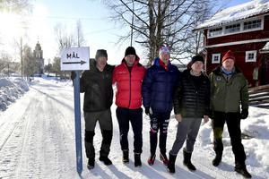 Redo för raidens första etapp frånLövåsen via Grövelsjön till Idre är fr.v: Sven Franzén, Göran Arnesson, Ole-Jörgen Wold, Göte Holmgren och Alf Nordin vid den blivande målplatsen för etapp ett.