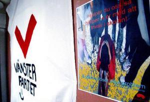 Eleverna har själva designat valaffischerna. Socialdemokraternas affisch har gjorts av Josefine Pettersson.