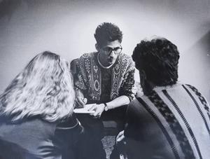 En ung Lagercrantz i intervjuartagen för ST:s räkning.