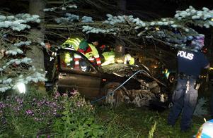 En person skadades allvarligt i en singelolycka på Grådavägen natten mot tisdag. Foto: Micke Gustafsson/Foto-Mike