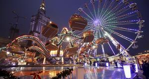 Julmarknaden på palace of Culture i Warsawa, Polen.