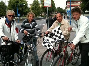 VALSPURTAR. Tommy Berger (S), Roger Persson (MP), Lars-Göran Lundh (M) och Mats Ivarsson (FP) kommer att leda sina partilag i cykelkampen.