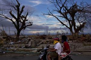 Förödelsen är enorm i Tacloban.