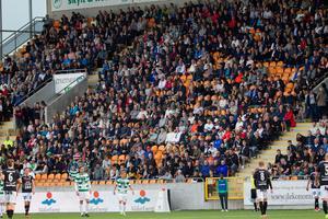 Seriefinalen mellan VSK-Brage lockade storpublik i Västerås och på Solid Park Arena. 4 456 personer såg matchen.