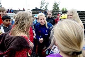 Danijela Rundqvist var omsvärmad av unga autografjägare.