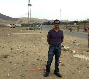 Angel Villaverde utanför fängelset i Lima, efter att han släppts fri.