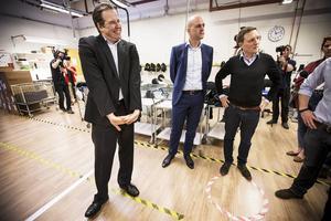 Anders Borg var på fnissigt humör och skojade sig runt studiebesöket på Woolpower i Östersund medan Fredrik Reinfeldt höll sig mer för skratt.