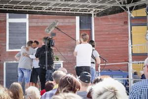 Postkodslotteriets TV-team tog tillfälle i akt att fånga glädjekramarna efter dragningarna.
