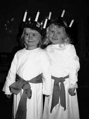 Två lucior från Klockarängens förskola i Lillån: Stina och Tilda, båda 3½ år.Läsarbild: Åsa Flarke