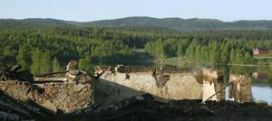 Bara ruiner återstår av Hälsingegården i Sävsholm, Delsbo.