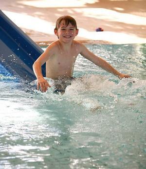I slutet av sportlovsveckan var  9-årige Albin Eriksson från Fanbyn hos sin farmor Berit Larsson i Gällö och åkte slalom. I början av veckan övernattade han i Brunflo, hos sin moster Åsa Ek. De gillade båda nya Brunflobadet med behagligt varmt vatten.