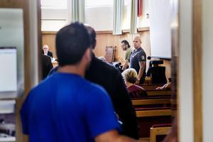Den huvudmisstänkte 21-åringen har pekat ut en annan person som den som utfört det dödliga våldet.