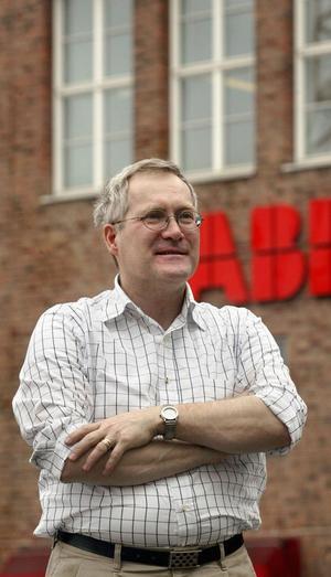Undersökning som Sveriges Ingenjörer gjort visar att det börjar med en tusenlapp och när ABB-karriären slutar i pension så har kvinnorna tappat 11 000 suckar Bertil Nordqvist, ordföranden för Sveriges ingenjörer på ABB,