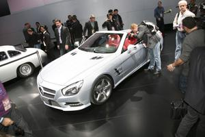 Det finns 900 miljoner bilar i världen och tusentals olika modeller, men bara en handfull ikoner - Mercedes SL är en av dem. Det konstaterade Mercedeschefen Dieter Zetsche när han avtäckte nya SL i Detroit, 60 år efter lanseringen av originalet.