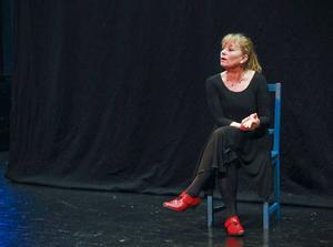 Karin Sjöberg berättar om festerna, middagarna med allt för mycket vin och hur hon sedan hon blivit nykter sett hur andra vänner druckit sig redlösa gång på gång.