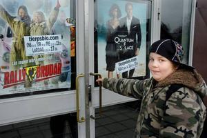 DÅLIGT. Jonatan Eriksson, 13 år, tänkte se höstlovsfilmer på Tierps bio. Han tycker det är dåligt att det inte blir något bioprogram under veckan.