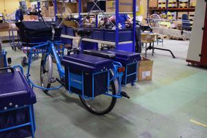 Den blå tvåhjulingen är den som de svenska kunderna hos Postnord kommer att möta.