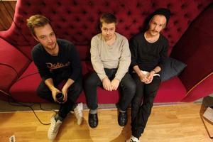 Mobiedick består av Joel Hemréus, gitarr och sång, Christofer Näs, bas och Christoffer Abrahamsson, trummor.