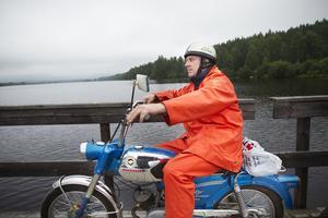 Peter Jansson rullar över till Torön.