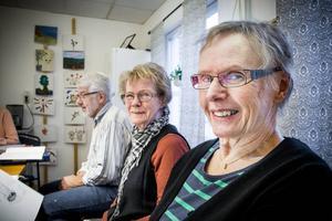 På tisdagar träffas Kerstin Hansson, Signild Karlsson och Kent Planeskog för att sjunga.