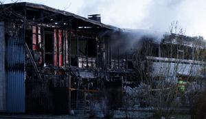 Tre familjer har blivit hemlösa efter branden.