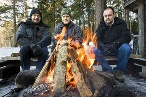 Sekabs Jan Lindstedt, Domsjö Fibers Martin Forsén och Höglandssågens Hans Olsson företräder tre aktörer med intressen i den svenska skogen. Vi sammanförde dem kring en värmande brasa vid Hörnsjön strax utanför Örnsköldsvik. Det blev ett intressant samtal om råvarubehov, kvalitetskrav och virkespriser.