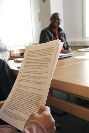 Deltagarna har skrivit texterna om sina första dagar i Edsbyn.