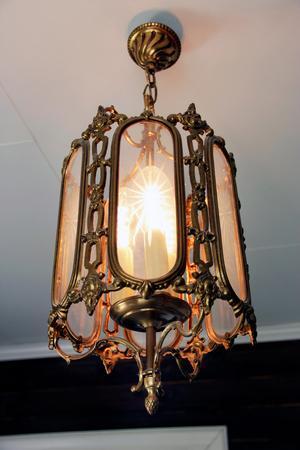 Lampan inne på kontoret är ett fint loppisfynd.