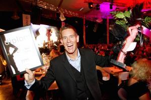 Många applåder och mycket jubel blev det när Patrik Attini, Hotell Södra berget AB fick ta emot Swedbanks företagarpris.