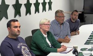 Delar av VSK Fotbolls nuvarande ledning från pressträffen efter de fyra avgående styrelseledamöternas beslut. Andreas Dayan (VSK Ungdom), Christina Liffner (ordförande), Thomas Wallin (vice ordförande) och Michael Campese (klubbchef).