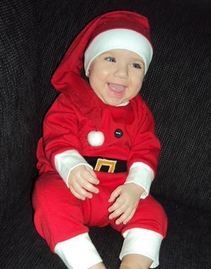 Damian snart 6 månader, som tomtenisse under Lucia.