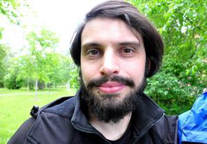 Christian Kochman har för första gången suttit på ett utedass – något få Kölnbor har fått uppleva.
