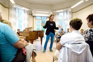 PUBLIKKONTAKT. Med glad entusiasm skapade Fredrik Swahn omgående publikkontakt.