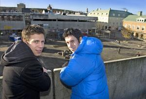Många bandyvänner i Bollnäs hoppas att heta nyförvärven från Edsbyn, Per Hellmyrs och Pär Törnberg, ska lyfta blåorange efter två sliriga säsonger.