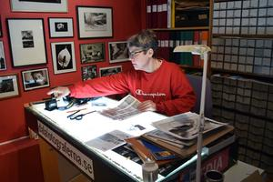 Under mer än 40 års fotograferande har det samlats många bilder i lådorna hos Berit Djuse.