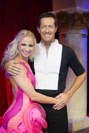 Jonas Björkman dansar med Veera Kinnunen.