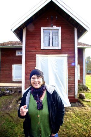 Utvändigt är räddningen av huset riktigt långt kommen, vilket förstås glädjer Maria Norgren.