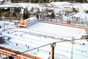 Östersund kan erbjuda en hypermodern skidstadion och framför allt: Snö, överallt snö. Det här kan bli guld värt och innebära att Jämtland får husera skidskyttecirkusen i flera veckor om värmen i Mellaneuropa består.