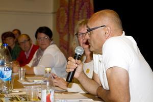 Centerpartiets Erkki Visit lovade 1 miljon kronor extra till Ramnäs- och Virsboföreningar.
