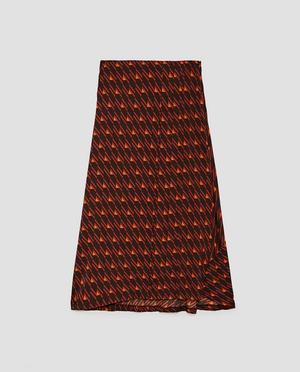 13. För den som verkligen vågar. Para ihop med skjorta, boots och skinnpaj. Kjol med geometriskt mönster, 399 kronor på Zara.