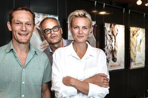 Måns Herngren (regi),  Johan Rehborg och Josephine Bornebusch från Solsidan som nu blir film med premiär 1 december, när höstens svenska biopremiärer presenterades på Filmhuset i Stockholm på måndagen.