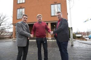 I början av december välkomnade Leif Pettersson (S) och Lars Handegard (V) nya kommunchefen Jan Lindström. Men nu klagar oppositionen över att majoriteten gett  kommunchefen för lite makt.